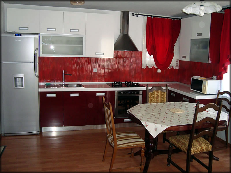 ferienwohnungen und zimmer in pakostane kroatien. Black Bedroom Furniture Sets. Home Design Ideas